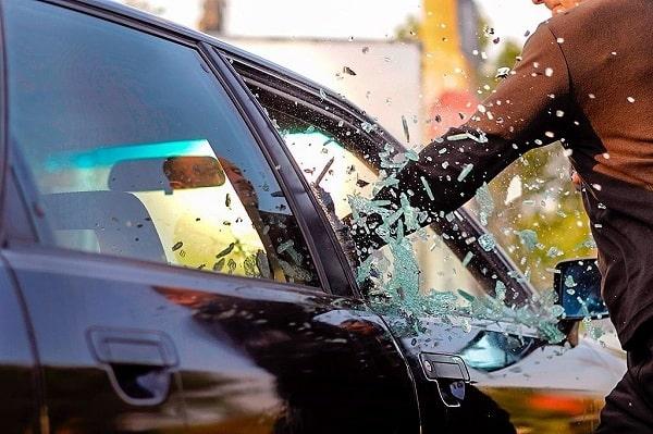 кража личных вещей из авто